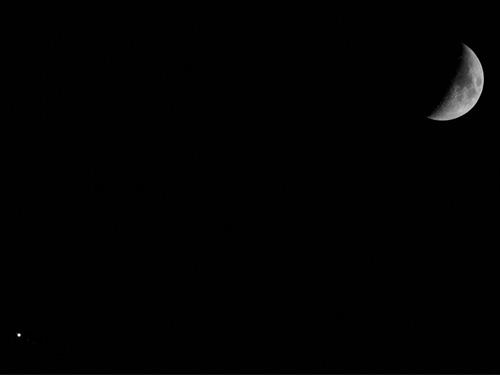 Conjunción de la Luna y Júpiter con sus satélites