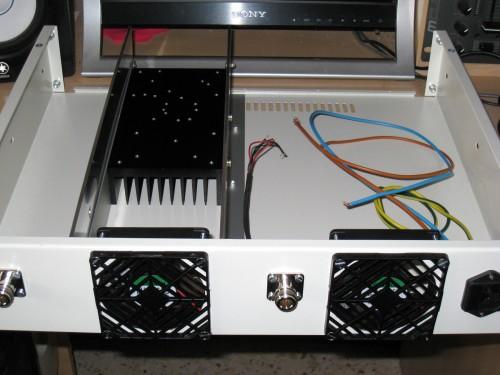 Parte posterior - Ventiladores, Conectores N y toma AC