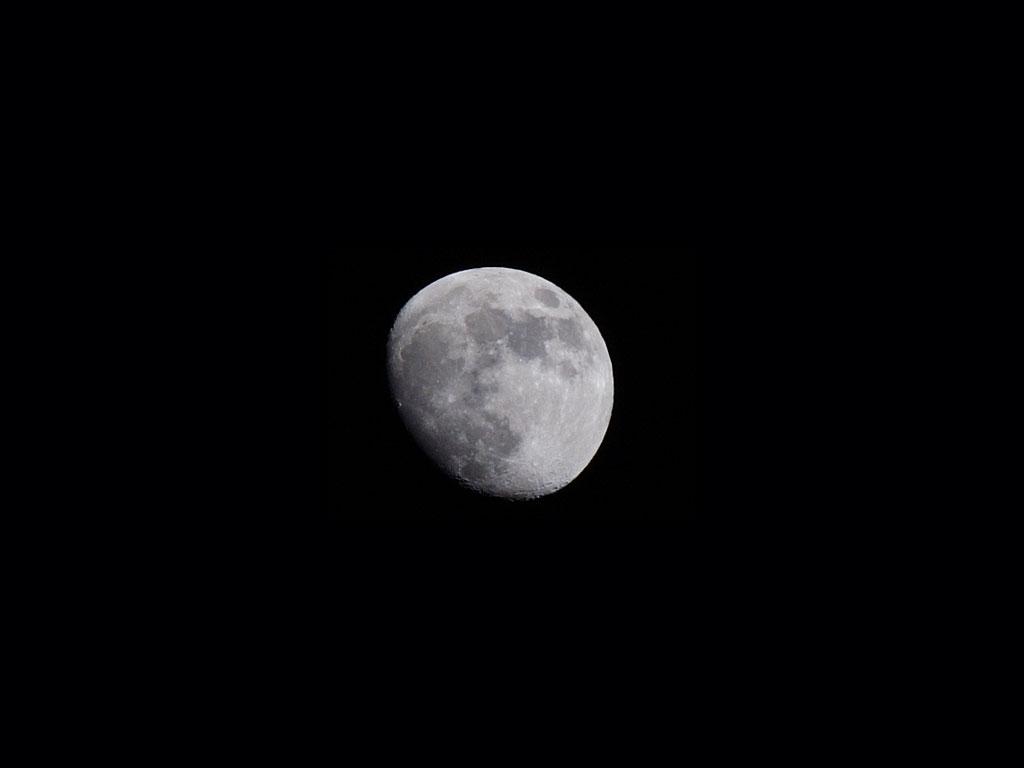 Luna con teleobjetivo de 200mm