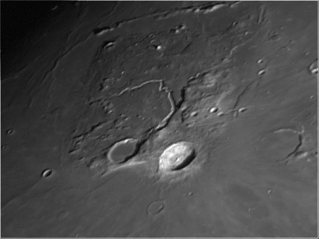Cráteres: Vallis Schroteri